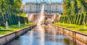 """从圣彼得堡乘""""流星""""游船到彼得大帝夏宫旅行"""